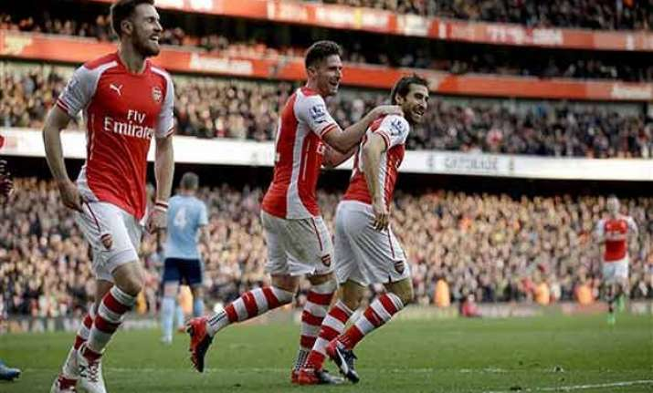 epl giroud scores assists in arsenal s 3 0 win over west ham