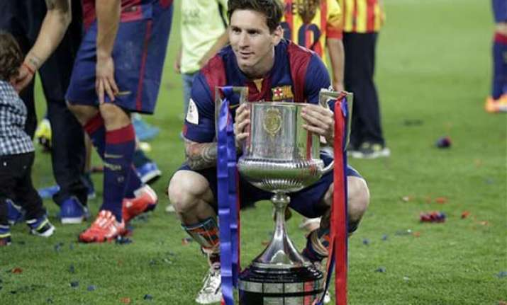 lionel messi gets 2 to lead barcelona past bilbao 3 1 in