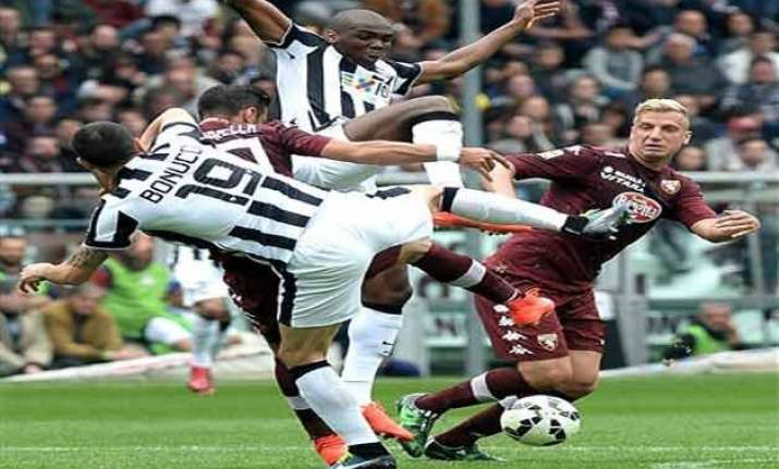 juventus beaten 2 1 by torino in derby marred by violence