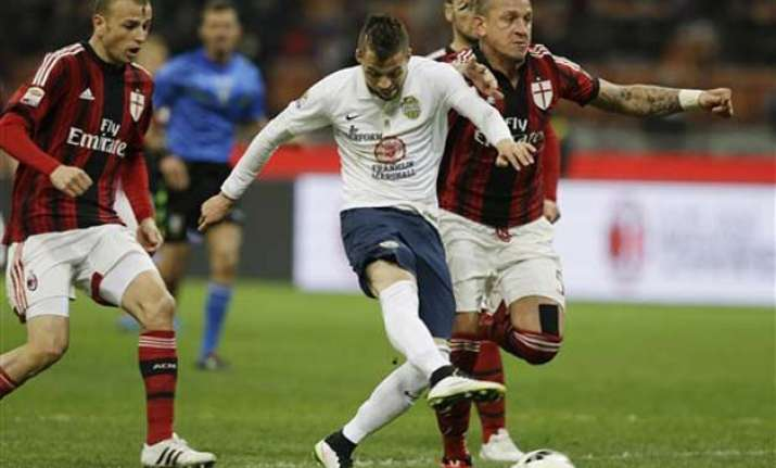ac milan allows late equalizer in 2 2 draw with verona