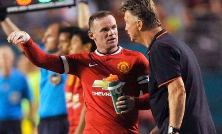 man united players at fault for bad form not coach van gaal