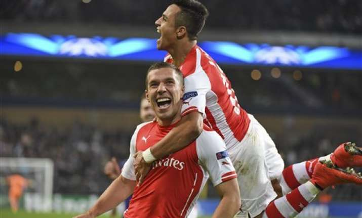 arsenal beats anderlecht 2 1 to stay 2nd in group