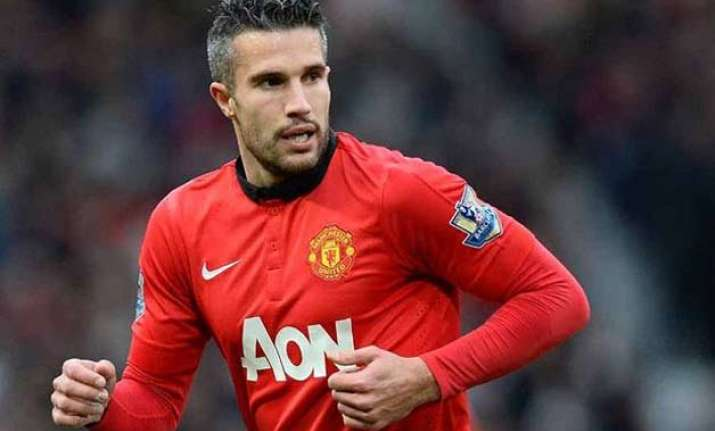 united offer van persie 5 million pounds to leave club