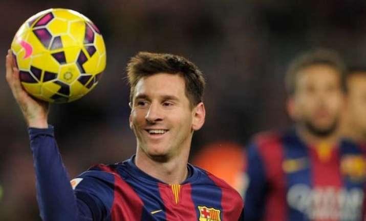 lionel messi leads barcelona to easy 4 0 win over granada