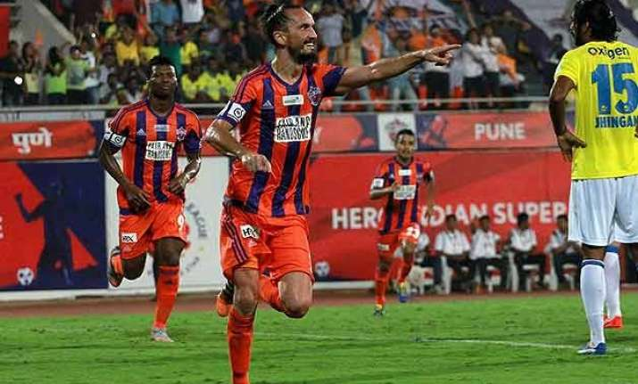 isl pune city beat kerala blasters 3 2 move to top of table