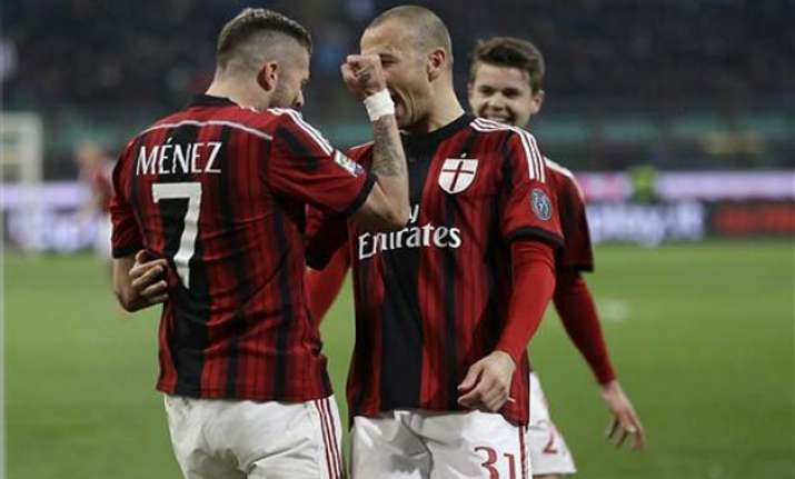 ac milan beats cagliari 3 1 for 1st win in 4 serie a matches