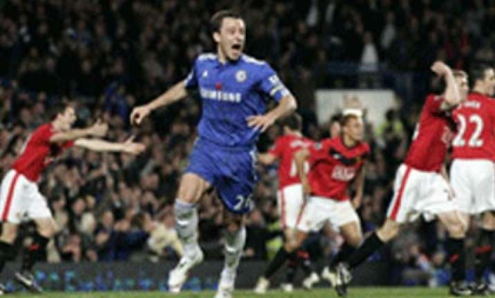 chelsea beat manchester united 1 0 to go 5 points clear