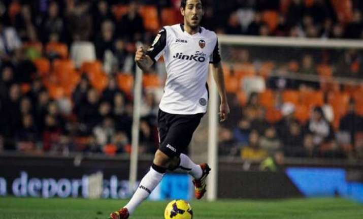 valencia beats deportivo 2 0 to move 3rd in spanish league