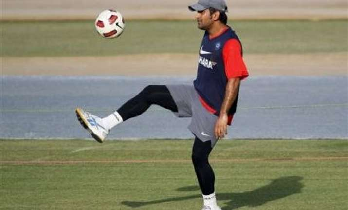 isl chennaiyin fc rope in dhoni as co owner