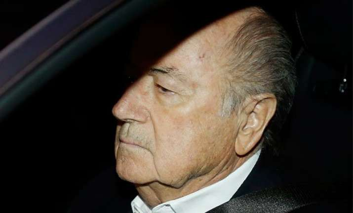 sepp blatter defies calls from fifa sponsors to quit