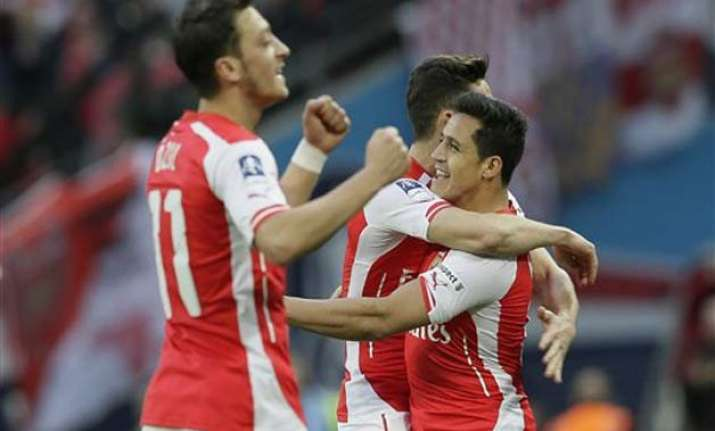 arsenal returns to fa cup final with 2 1 win over reading
