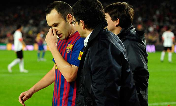 iniesta out for at least 2 weeks with thigh injury