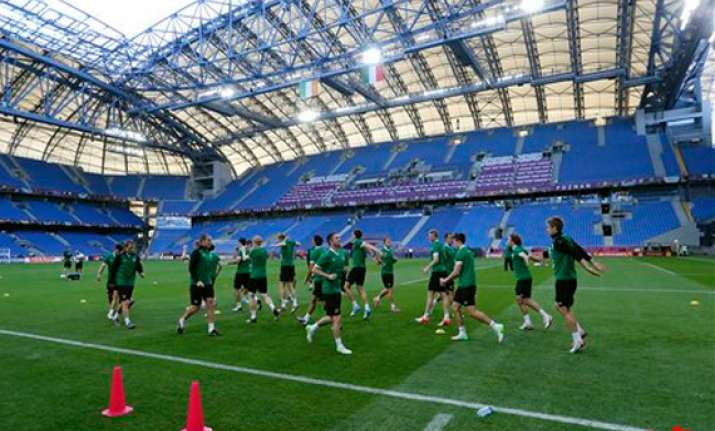 ireland to wear black armbands against italy