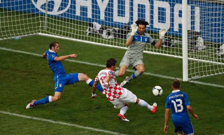 italy held to 1 1 draw by croatia in group c