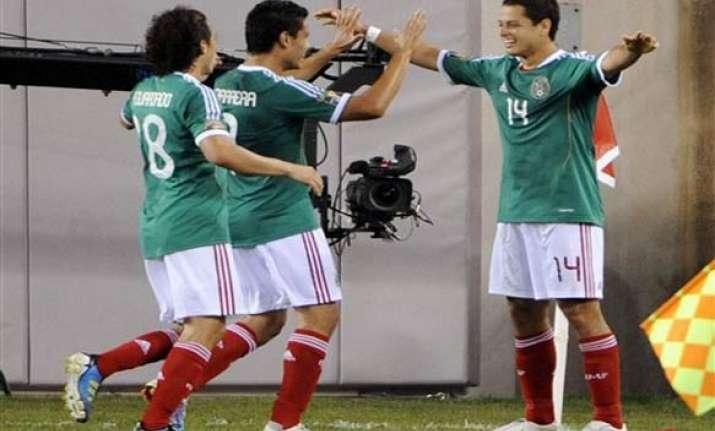 javier hernandez scores mexico beats guatemala