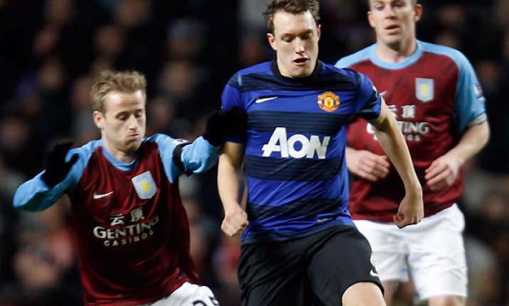 jones gets 1st goal for united in 1 0 win at villa