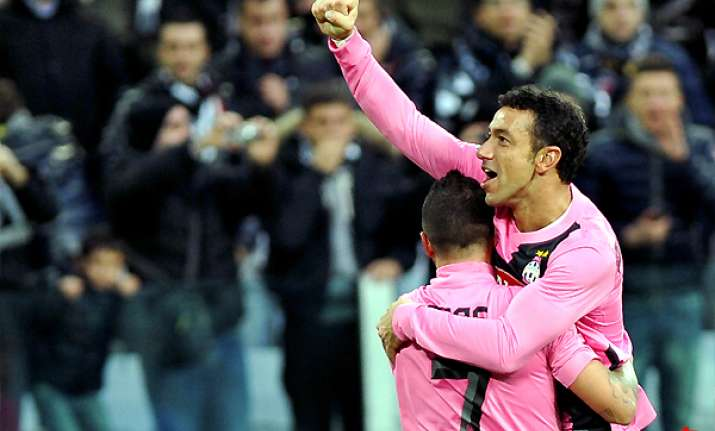 juventus beats novara 2 0 to lead serie a