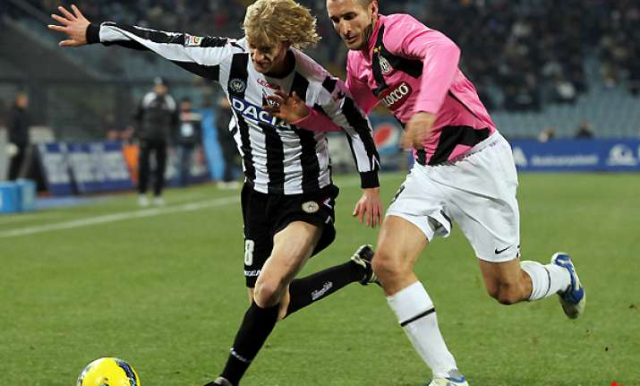 juventus draws 0 0 at udinese to sit joint top