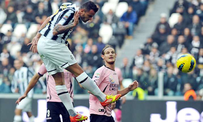 juventus moves back top with 3 0 win over palermo