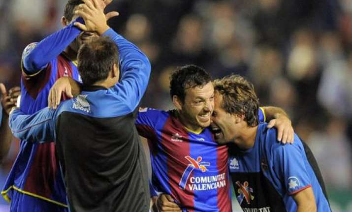 levante stays on top of spanish league