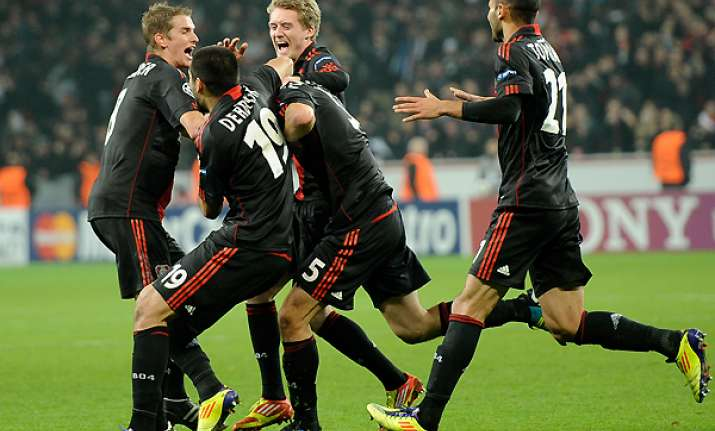 leverkusen snatches late 2 1 win over chelsea