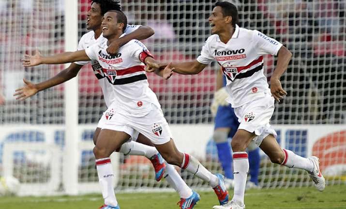 lucas gives sao paulo 3 2 win over santos