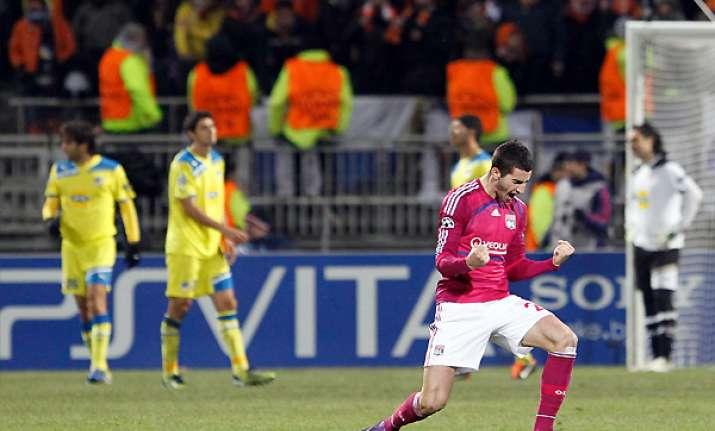lyon beats apoel nicosia 1 0 in champions league