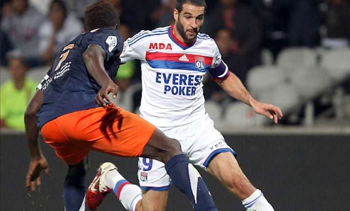 lyon beats montpellier 2 1 in french league
