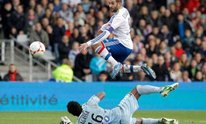 lyon cruises to 3 0 win to go top marseille loses
