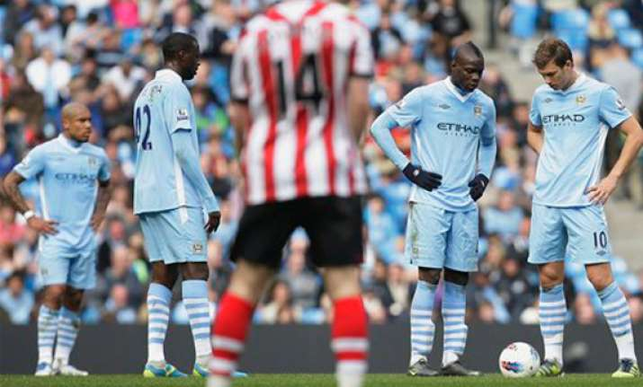 man city misses chance to pressure man united