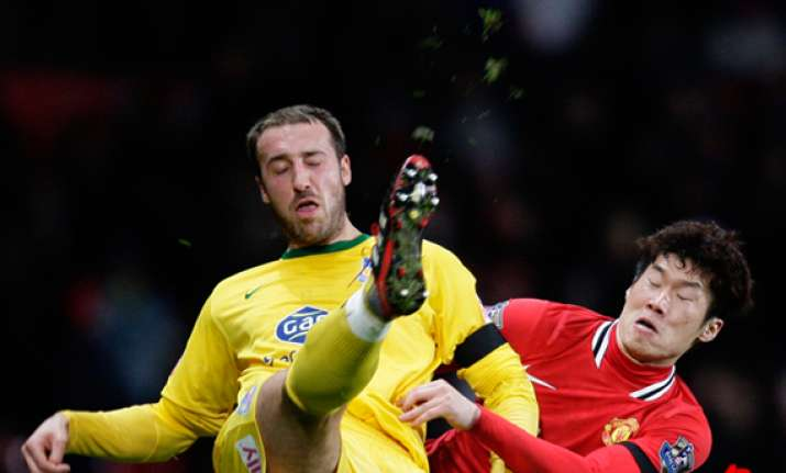 man united knocked out of cup by crystal palace