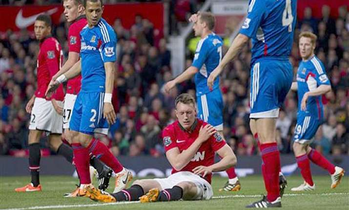 manchester united defender phil jones set to be fit for