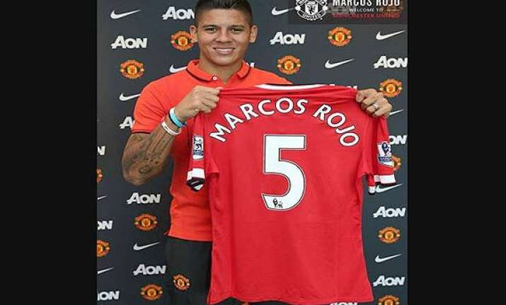 manchester united completes signing of defender rojo