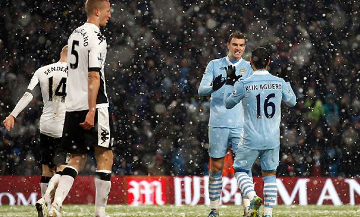 manchester city cruise to 3 0 win over fulham