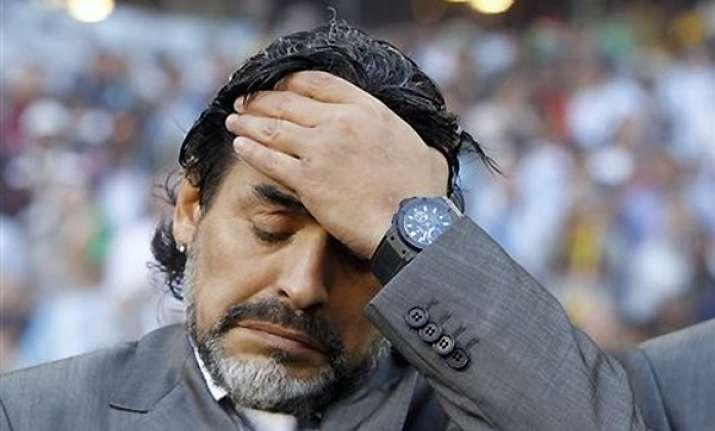 maradona arrives home after mother s death