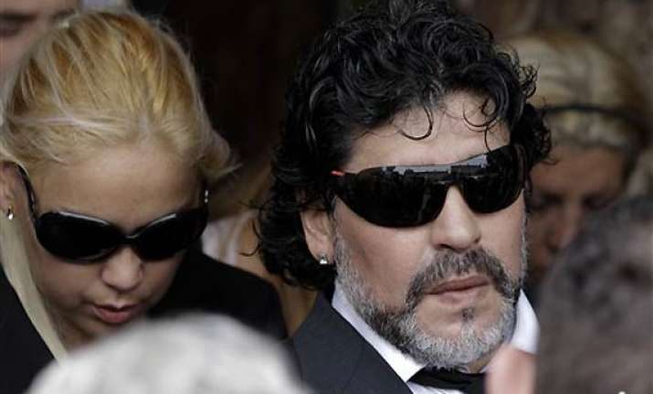 maradona attends mother s funeral in buenos aires