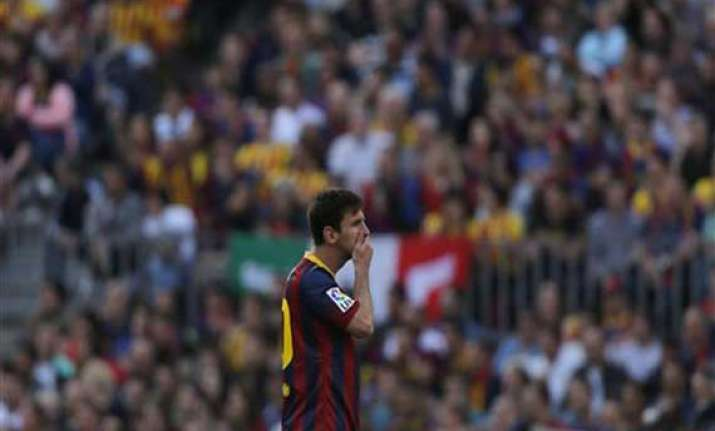 messi pens restructured barcelona contract