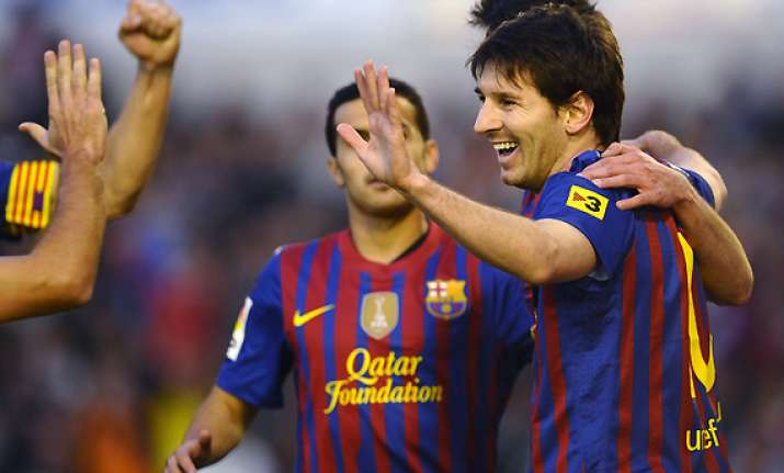 messi scores twice as barcelona wins 2 0 at racing