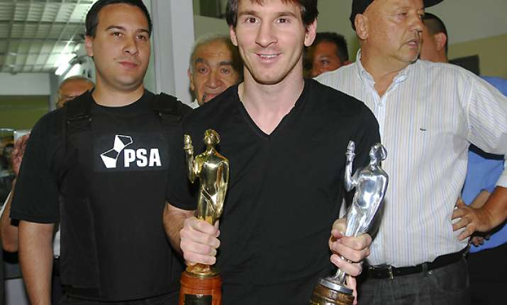 messi set to win 3rd straight world player honor