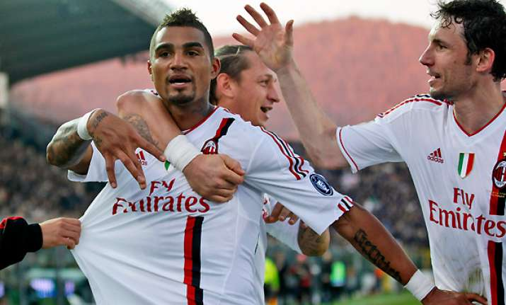 milan juventus win to stay joint top of serie a