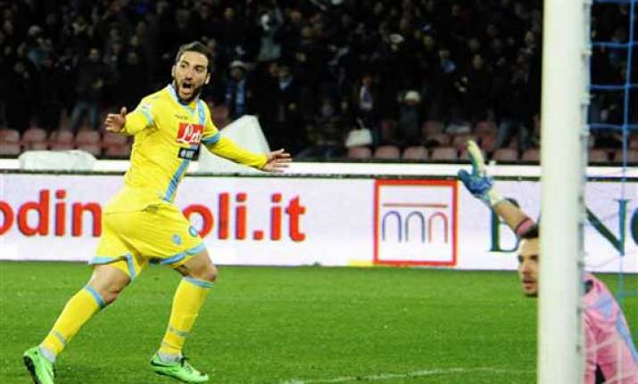 napoli beats roma to reach italian cup final