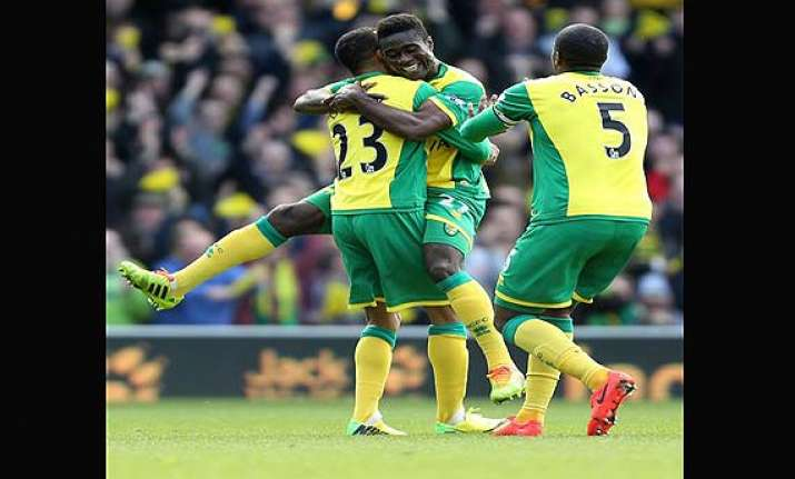 norwich beat sunderland 2 0 in epl.