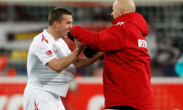 podolski snatches 1 1 draw for cologne with mainz