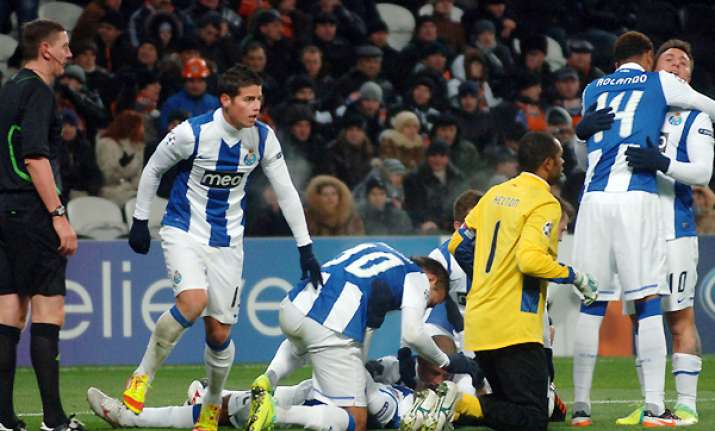 porto wins in ukraine keeps qualifying bid alive