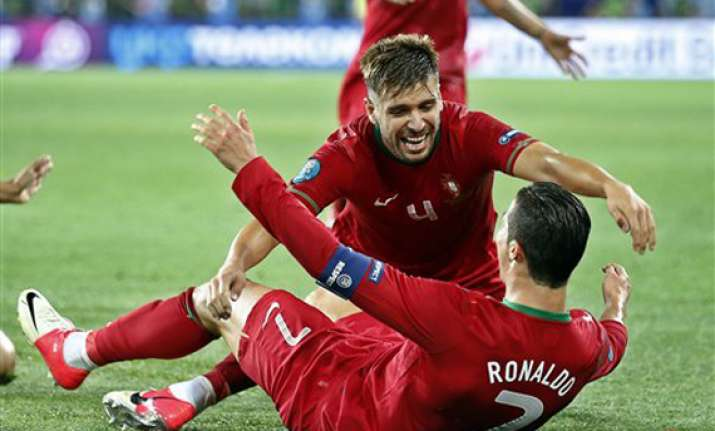 portugal beats netherlands 2 1 at euro 2012