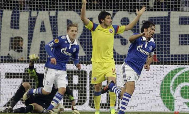 raul sends schalke into europa league s last 32