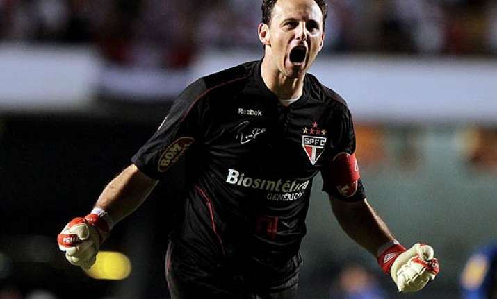 record breaking brazillian keeper rogerio ceni to retire