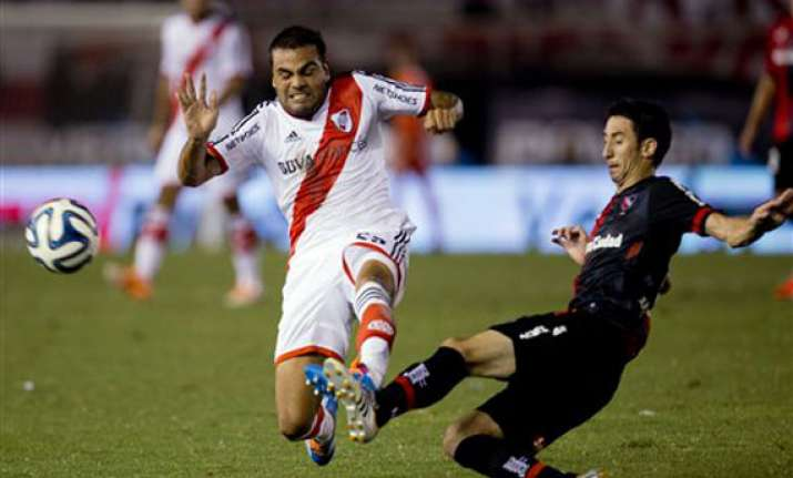 river plate moves into top spot in argentina