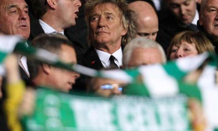 rod stewart in tears as celtic beats barcelona