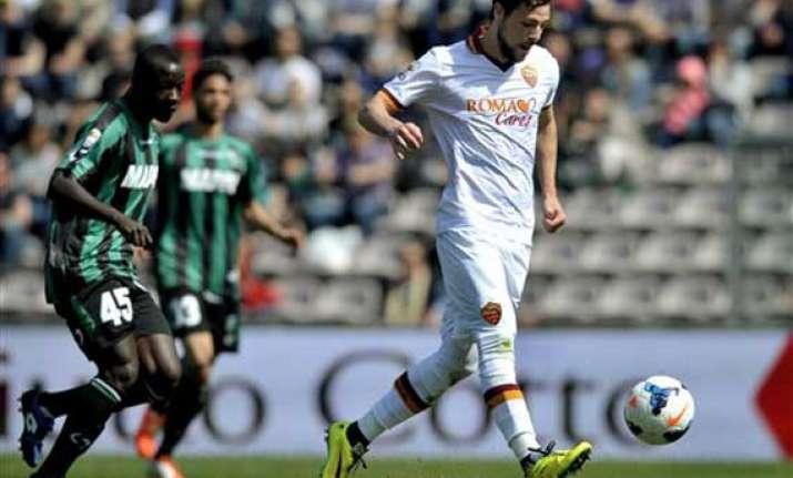 roma beats sassuolo 2 0 in serie a